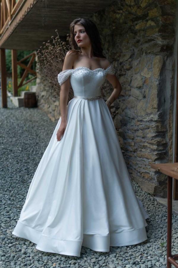 Дизайнерска рокля Илона, подходяща за абитуренти, сватби и булки.
