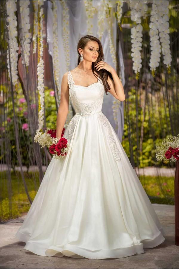 Дизайнерска рокля Мала, подходяща за абитуренти, сватби и булки.