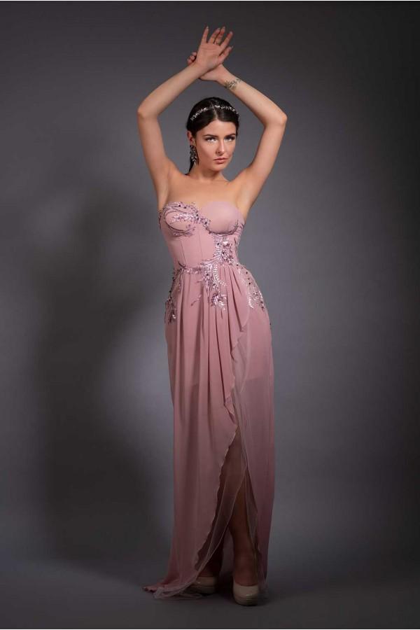 Дизайнерска елегантна абитуриентска рокля Divine lilac, подходяща за абитуренти, сватби и булки.