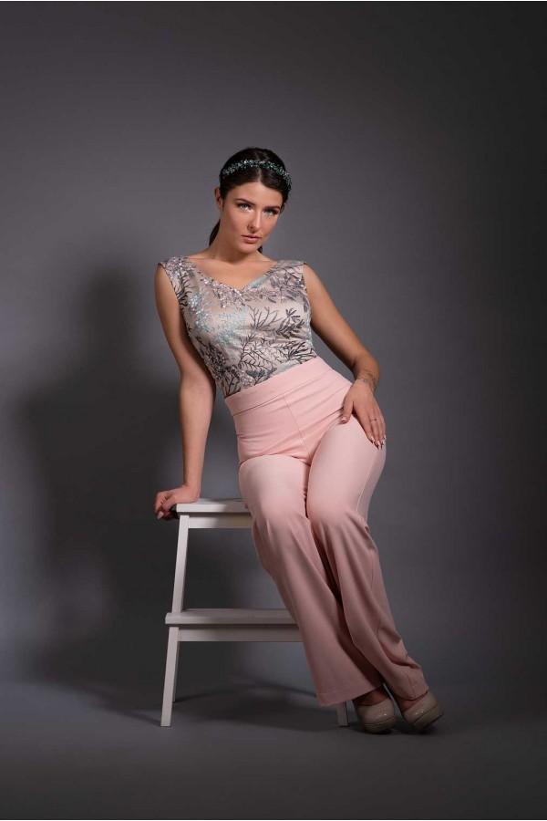 Дизайнерски гащеризон Dust pink, подходящ за абитуренти, сватби и булки.