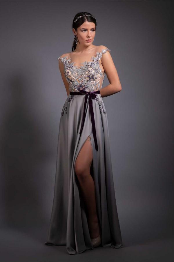Дизайнерска елегантна рокля Frosted velvet, подходяща за абитуренти, сватби и булки.