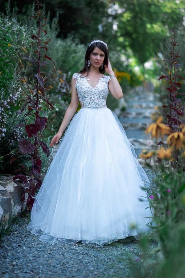 Дизайнерска рокля Иглика, подходяща за абитуренти, сватби и булки.