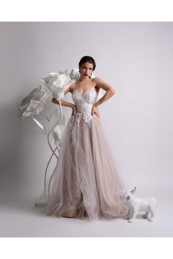 Дизайнерска елегантна официална рокля Розета, подходяща за абитуренти, сватби и булки.